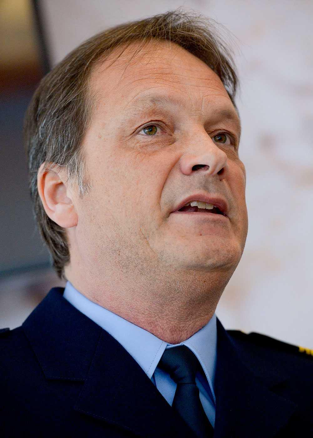Rikspolischefen och Per Wadhed, chef för kriminalpolisenheten på Rikskriminalpolisen.