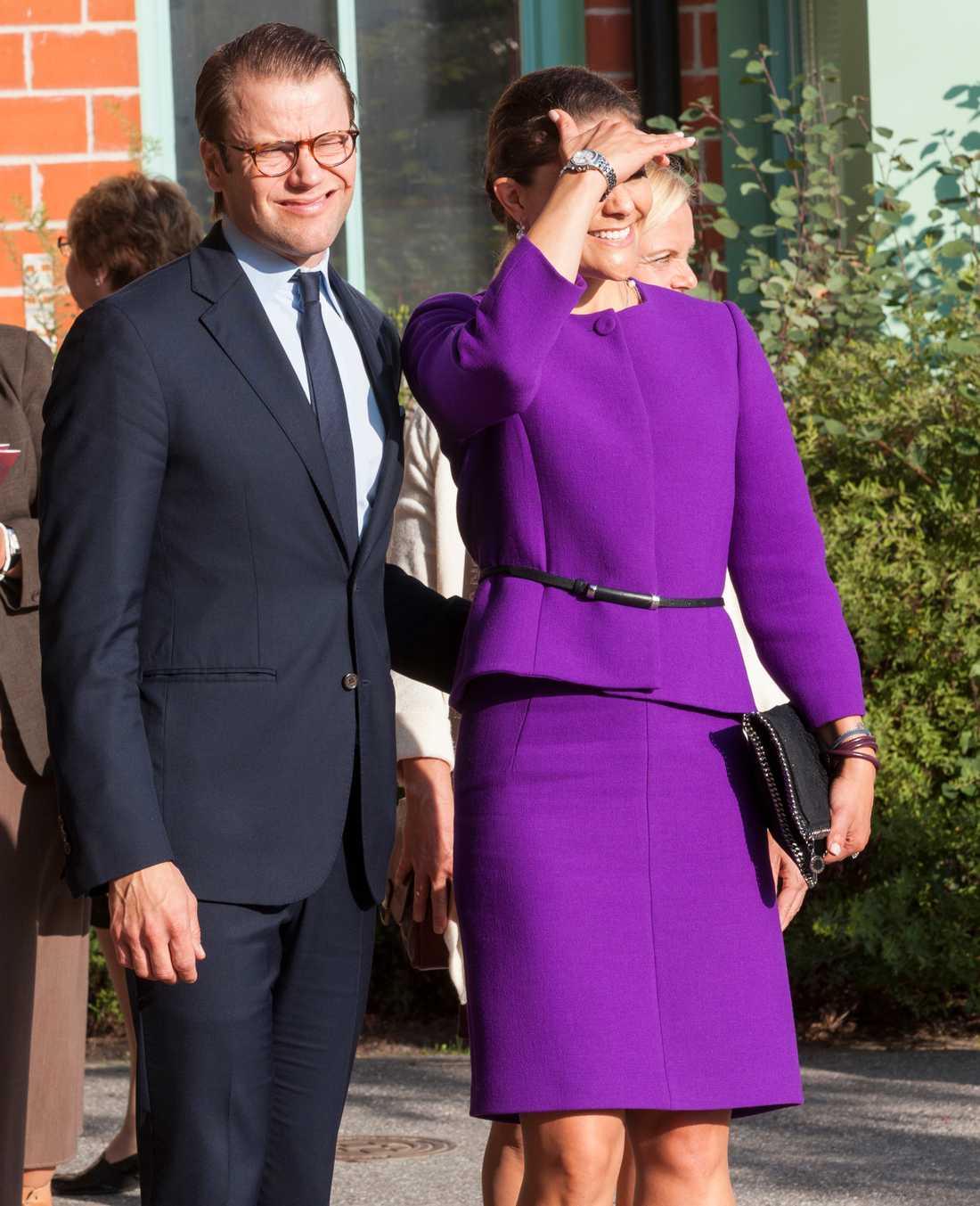 Prins Daniel och kronprinsessan Victoria besöker i dag Sydkorea. Det är parets första officiella besök i landet.