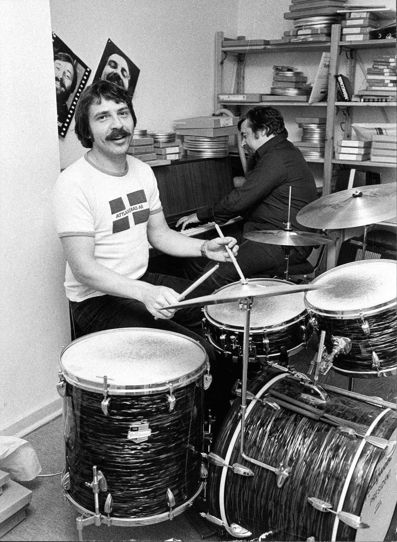 """Janne"""" """"Loffe"""" Carlsson spelar trumpor 1974."""