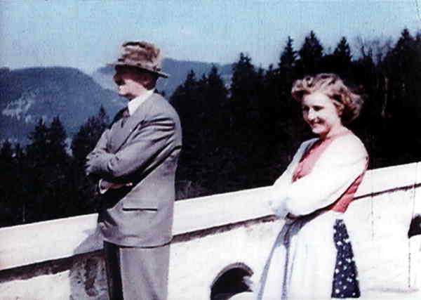Många privatbilder på Hitler och Eva Braun ärtagna från terassen på Berghof.