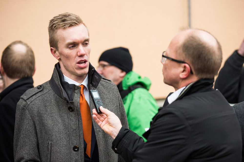 William Hahne intervjuas efter mötet.