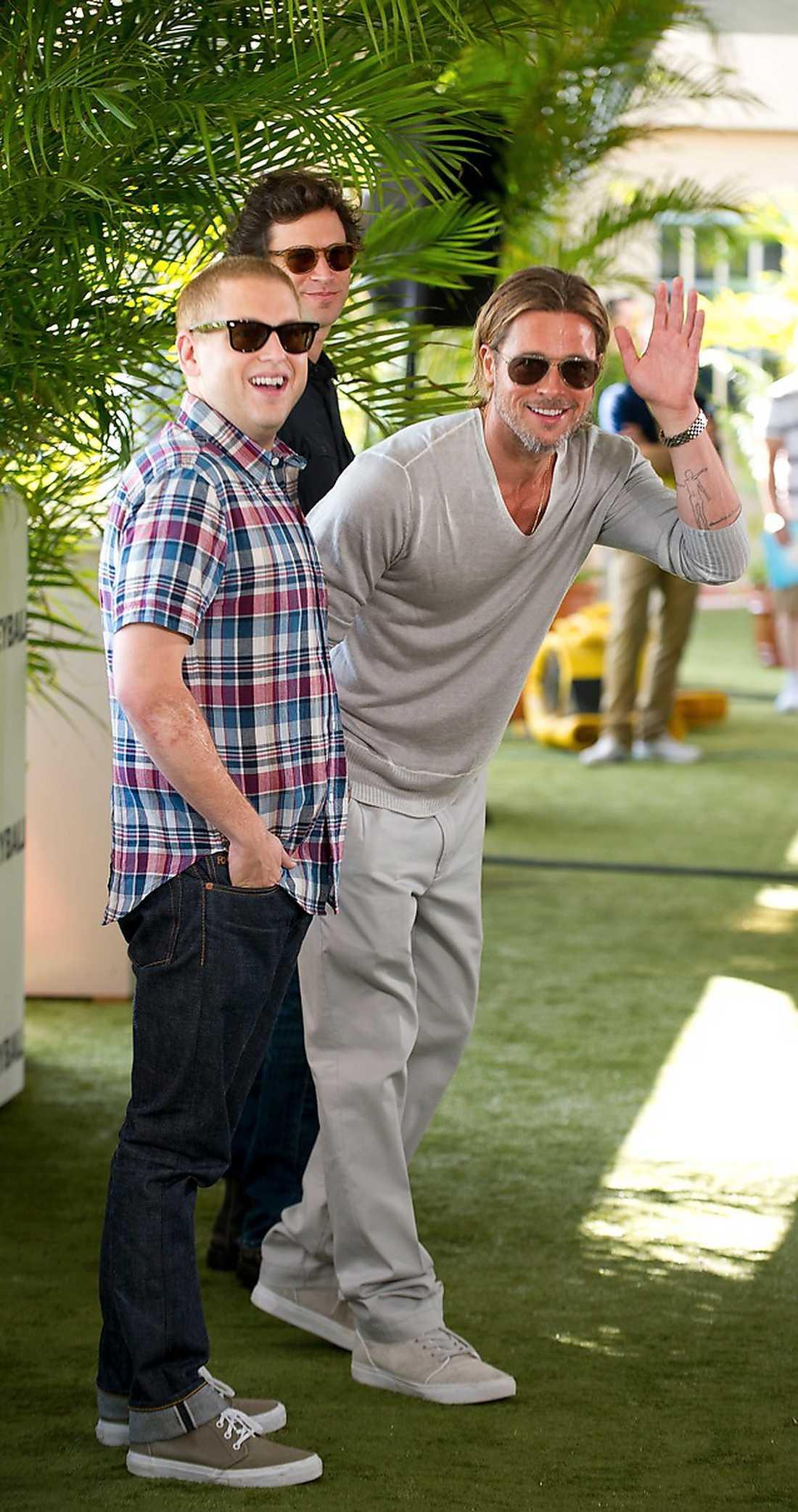"""Fint läkkött Här hälsar Brad Pitt på pressen tillsammans med Jonah Hill och regissören Bennett Miller, snart aktuella med """"Moneyball""""."""