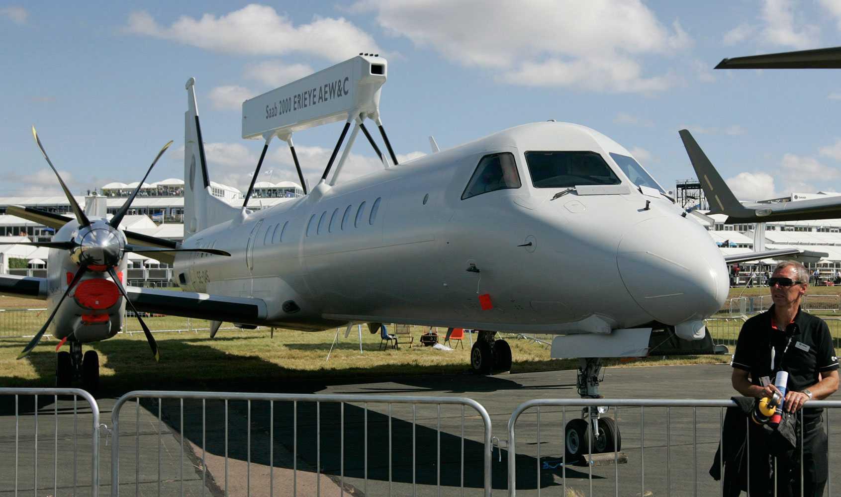 Flygplan med det militära radarsystem Erieye.