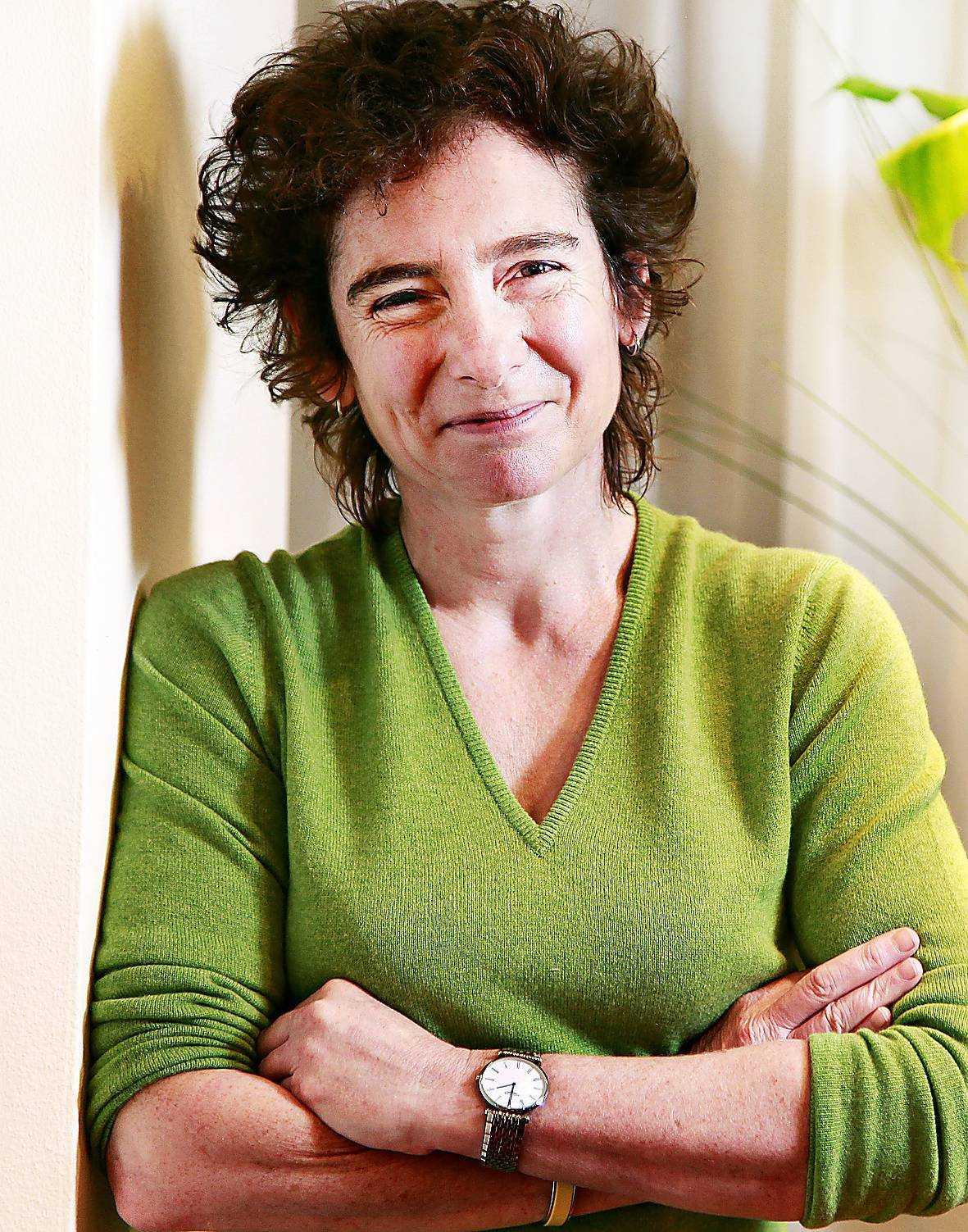 Engelska författaren Jeanette Winterson (född 1959) debuterade 1985.