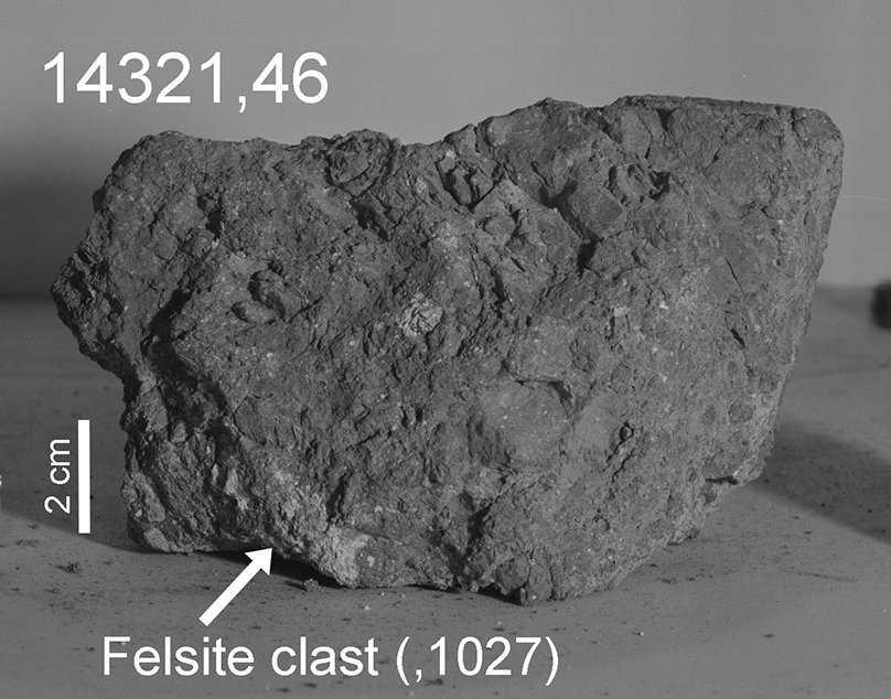 Jordens äldsta sten har hittats på månen. Stenen är som ett fragment av en större sten som togs med från månen av astronauterna på Apollo 14, och den tros ha bildats för 4,1 miljarder år sedan.