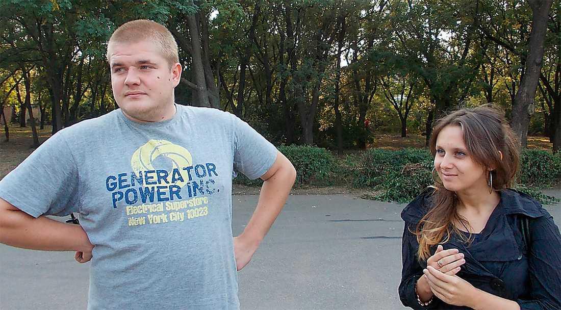 Vojtjechovskij (här med flickvännen Maja) från förbjudna socialistpartiet Borotba greps av polis natten efter intervjun med Aftonbladet Kultur.