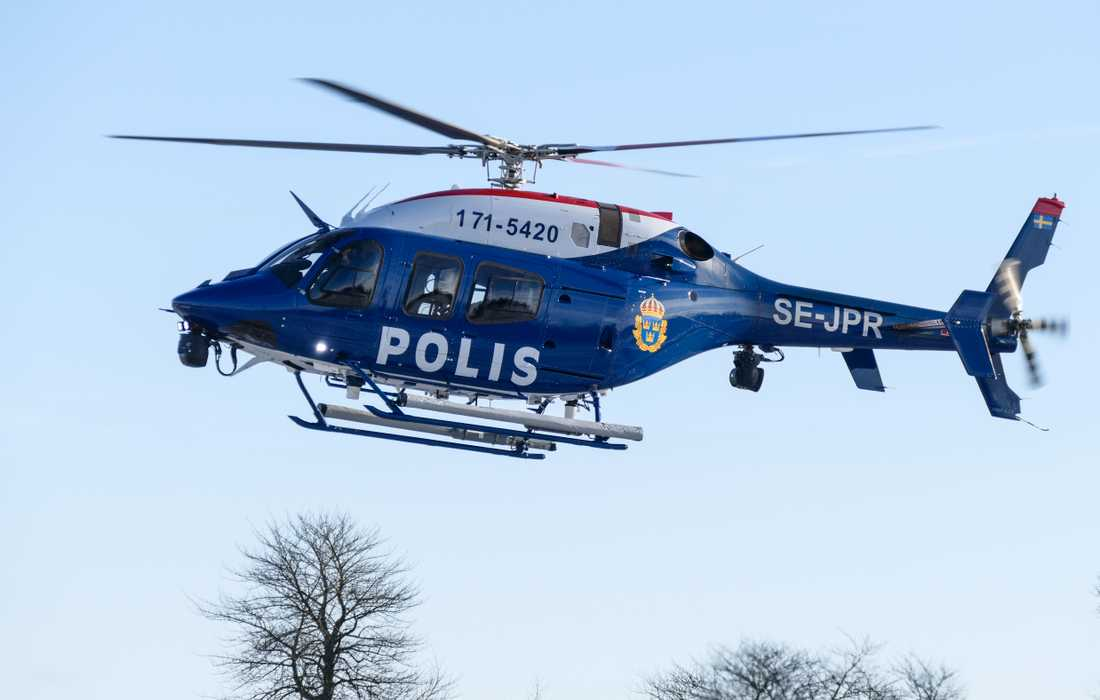 En man har gripits efter att ha riktat grön laser mot spårvagn och polishelikopter. Arkivbild.