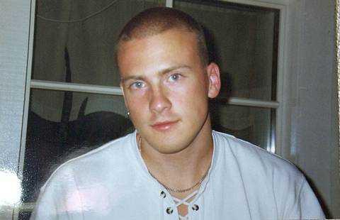 Joakim Nyholm sköts ner utanför en pub i Södertälje för elva år sen. Motivet ska ha varit svartsjuka.