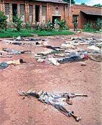 MILJONER DÖDADES Skelett och ruttnande lik utanför en kyrka i Rukara i Rwanda. För att undvika liknande folkmord måste FN ta krafttag, skriver Pierre Schori.
