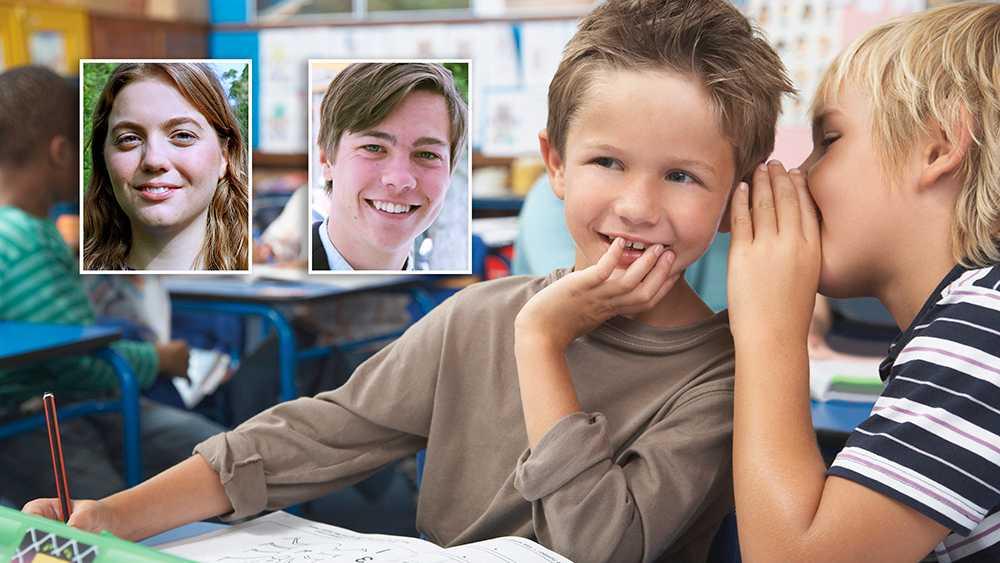 Med hörselkåpor i klassrummet har lärare utan uppsåt cementerat könsstereotypa roller genom att låta pojkarna fortsätta vara högljudda och synligt fått flickorna att visa att de vill studera, skriver debattörerna.