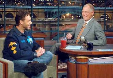"""""""Du kanske undrar varför jag inte ringt"""", sa Russell Crowe när han kom in till David Letterman."""