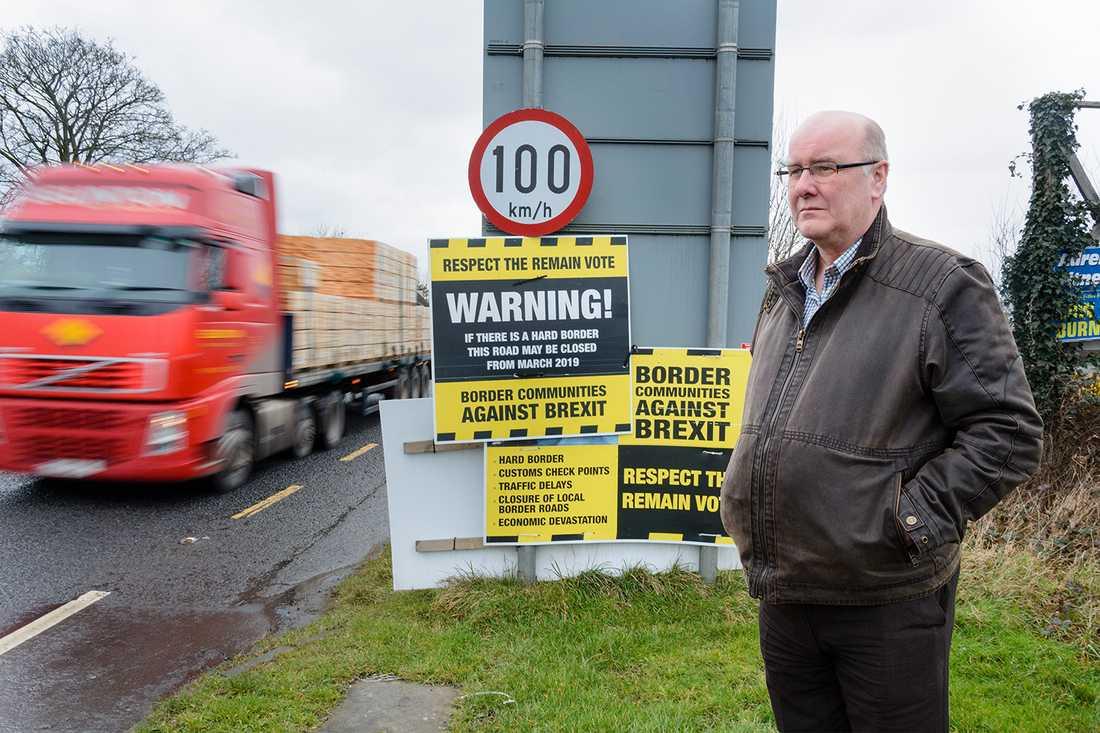Dermot O'Hara på gränsen mellan Nordirland och Irland.