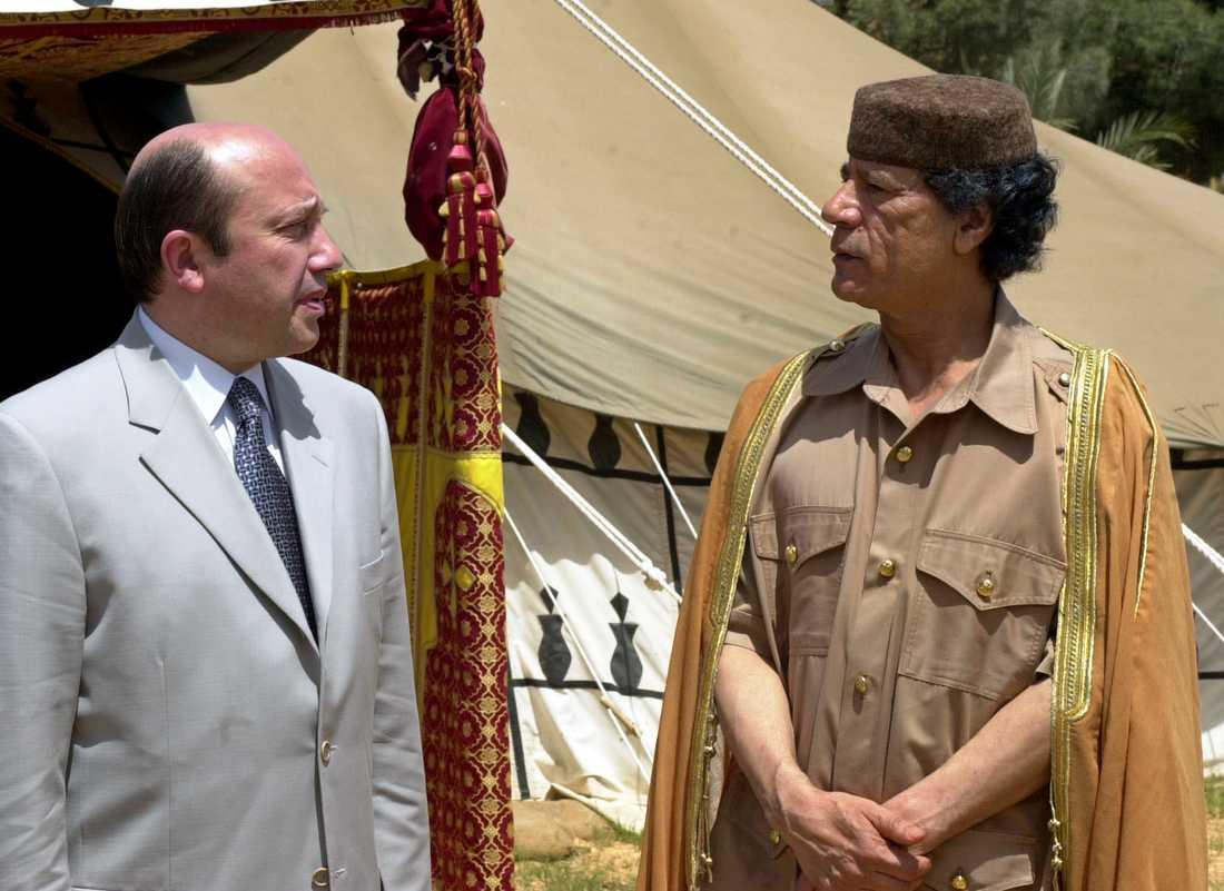2001 träffar Muammar Gaddafi Rysslands dåvarande utrikesminister Igor Ivanov.