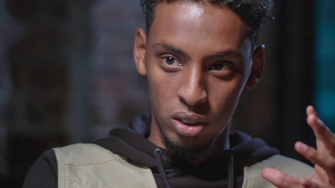 Interjun med rapparen Yasin Byn i SVT har väckt reaktioner och en del kritiker tycker att den inte borde ha sänts.