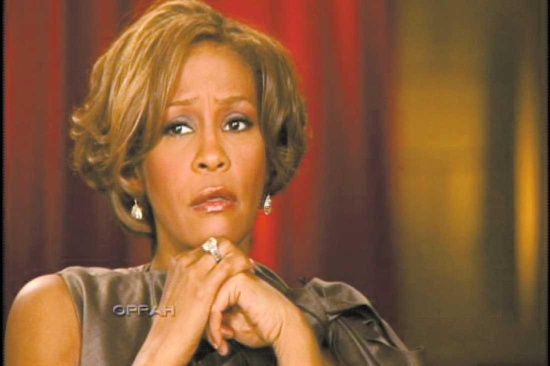 """Whitney Houston berättade i natt att hon till slut tvingades rymma hemifrån för att kunna sluta knarka och slippa sin man Bobby Brown. """"Jag sa att jag skulle gå ut och köpa mjölk och socker, men jag kom aldrig tillbaka"""".Whitney säger att Bobby Brown inte ville sluta ta droger."""