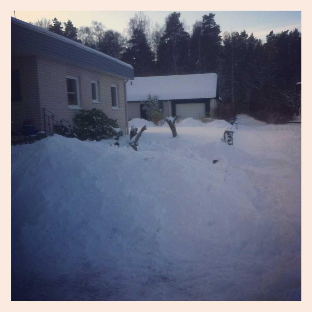Lidköping. Enligt läsaren 50 cm snö.