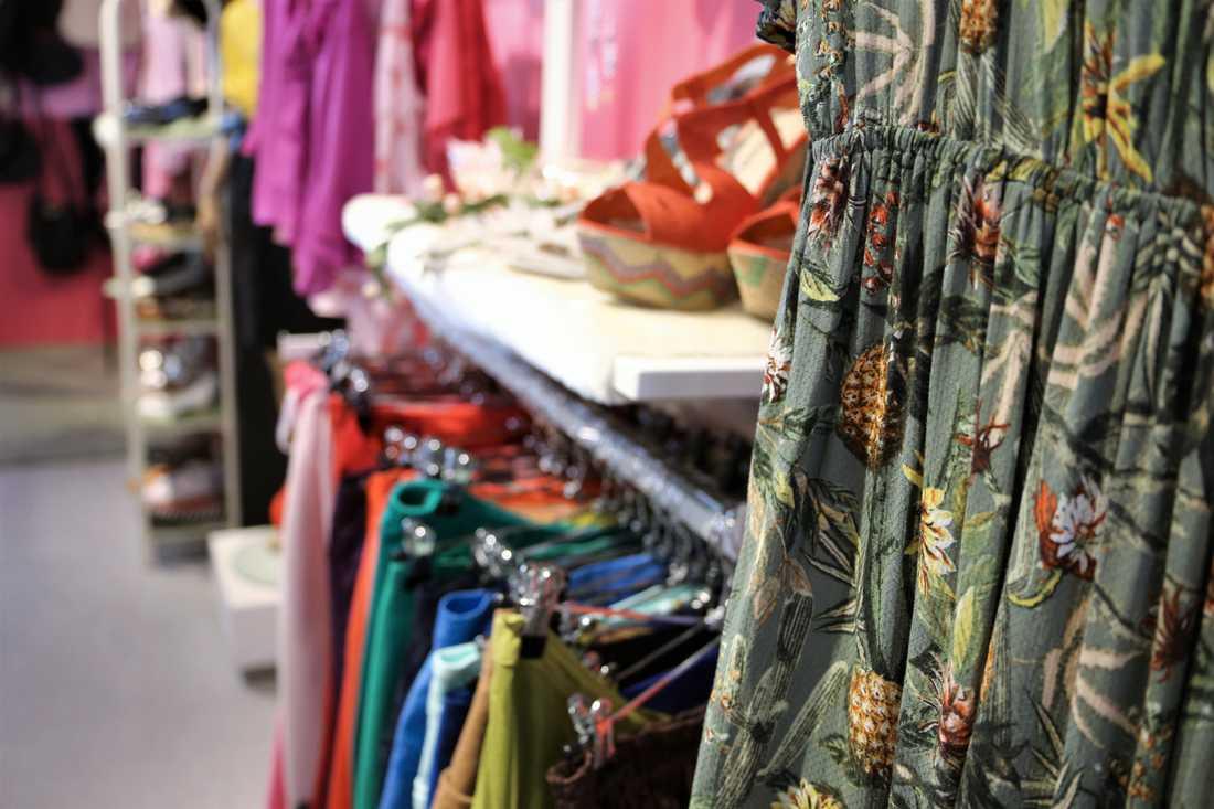Vissa butiker har tvingats att hyra extra utrymmen för att få plats med alla varor som har skänkts.