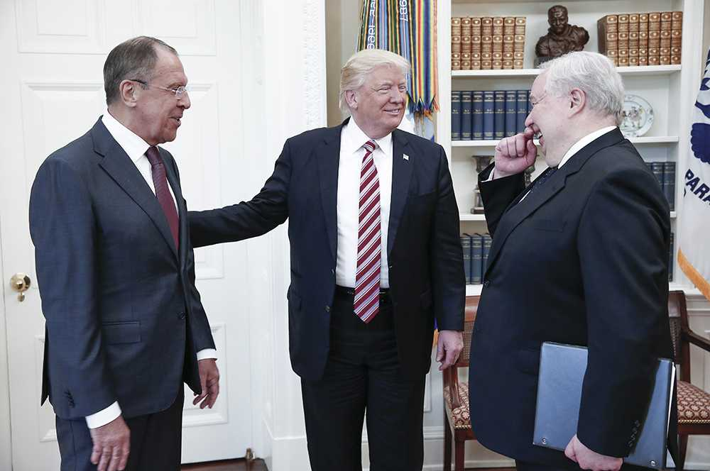 Rysslands utrikesminister Lavrov, Trump och USA-ambassadören Kislyak.