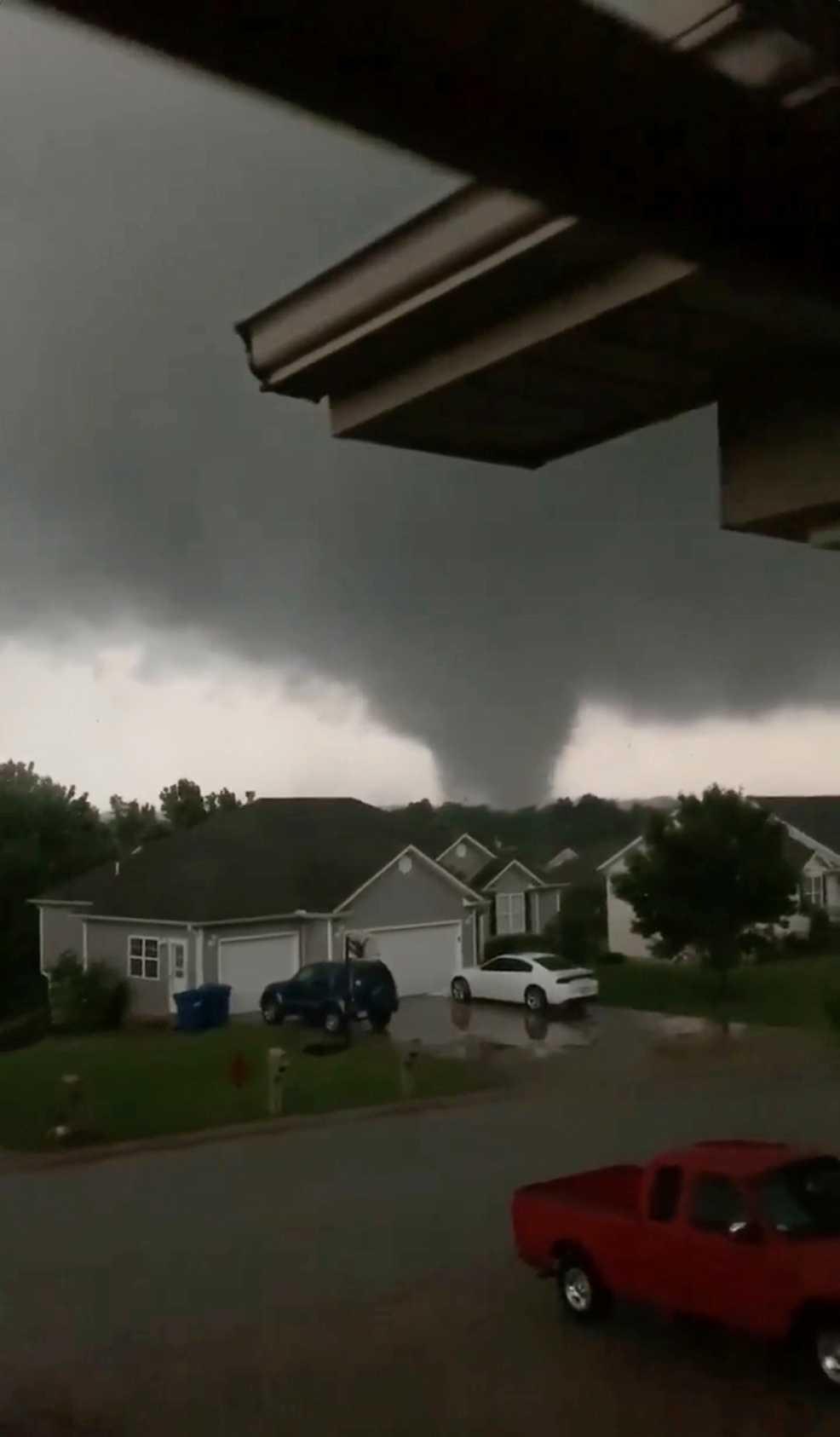 En skärmdump från en film som visar tornadon i Carl Junction.