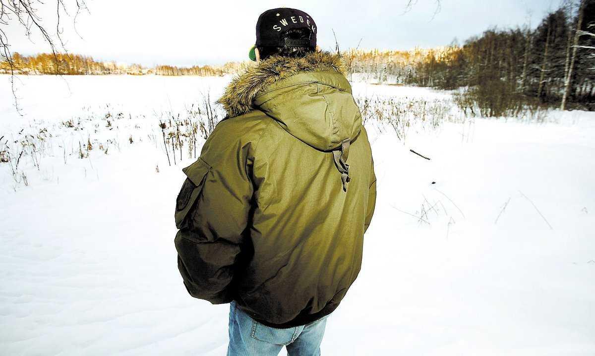 """vid sjön Här vid sjön Marnästjärn berättar 52-åringen om hans 41-årige bekant: """"Han dumpade grabben där ute""""."""
