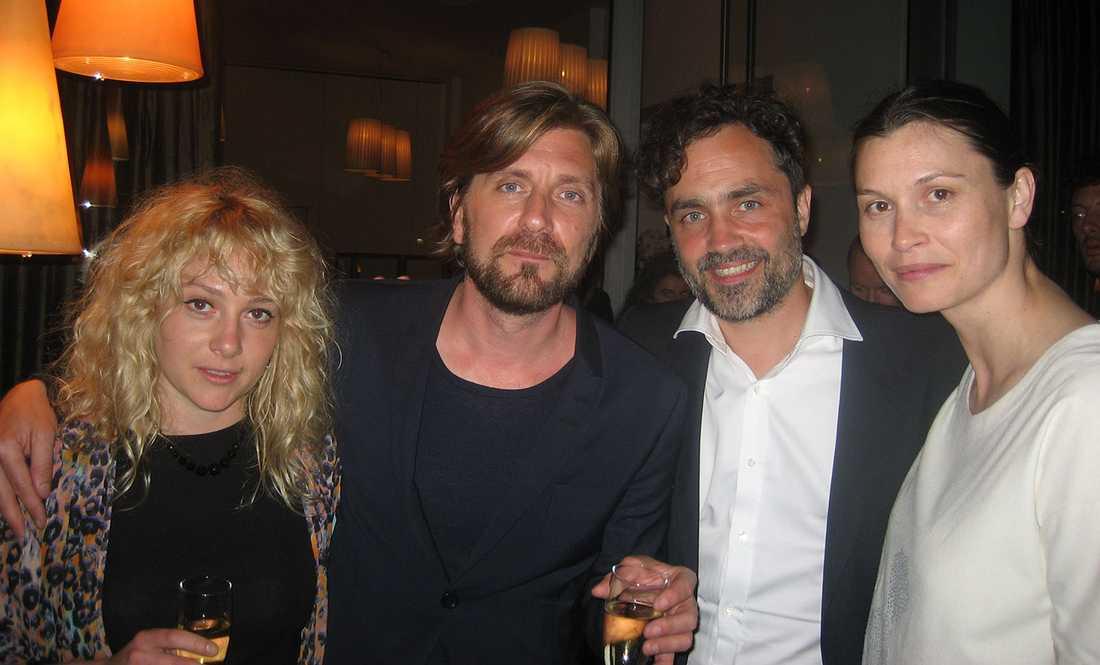 Ruben Östlund, Fanni Metelius, Erik Hemmendorff och Lisa Loven Kongsli firade sitt pris i Cannes förra året.