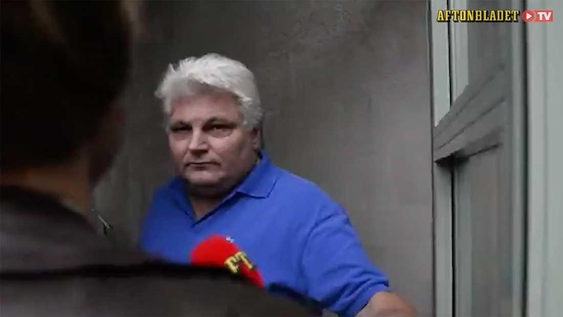 """SD-kandidaten Lennart  vill """"stänga alla dörrar och dra av alla Ak4:or vi har."""""""