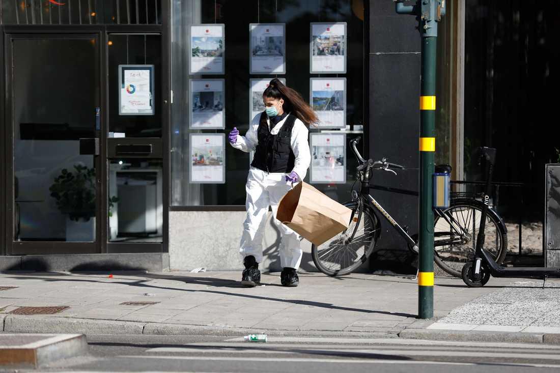 Teknisk undersökning efter skjutningen på Kungsholmen.