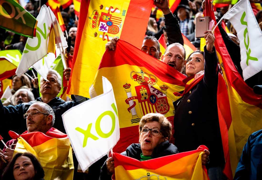 En del av väljarna som traditionellt röstat på socialistpartiet har redan lockats av Vox högerpopulistiska budskap om kraftigt sänkta skatter och stopp för invandring.