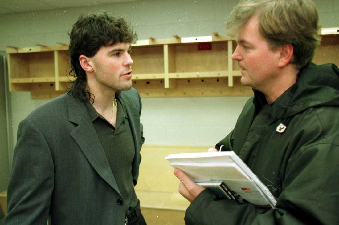 Jaromir Jagr och Sportbladets hockeykrönikör Mats Wennerholm i november 1998.