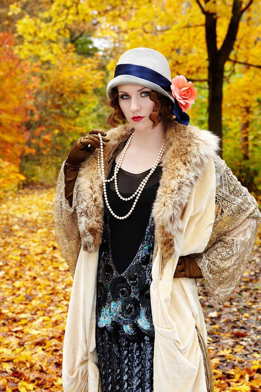 """Oktober: Moa Lignell, artist. """"Det var 1922 och festerna hos Jay Gatsby var verkligen överdådiga, med vild tonic, charleston och paljetter, men nästan ingen kände honom. Själv drömde han om Daisy, förflutenhet och en grön lykta som sakta svängde i vinden. Sju år senare kraschade Wall Street."""""""