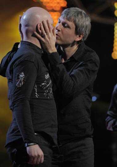 EST:s Dan Berglund och Magnus Öström tog emot pris för Årets jazz.