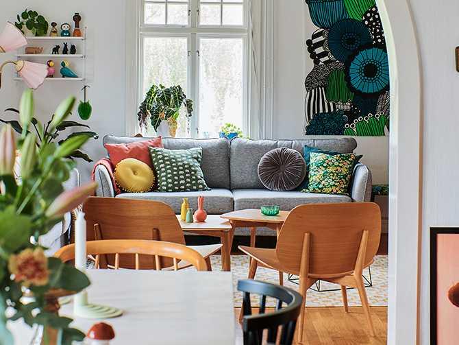 Hemmet genomsyras av härliga färgglada mönster i retroanda och de flesta möbler och detaljer är second hand.