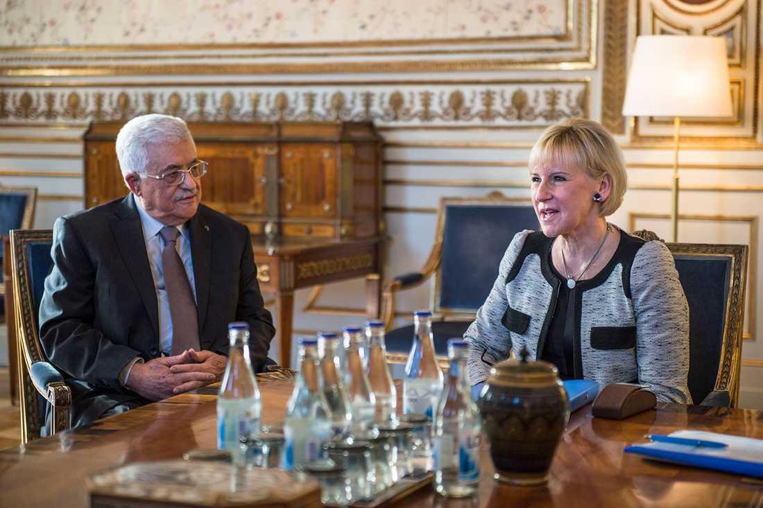 Palestiniernas president Mahmoud Abbas med Margot Wallström.