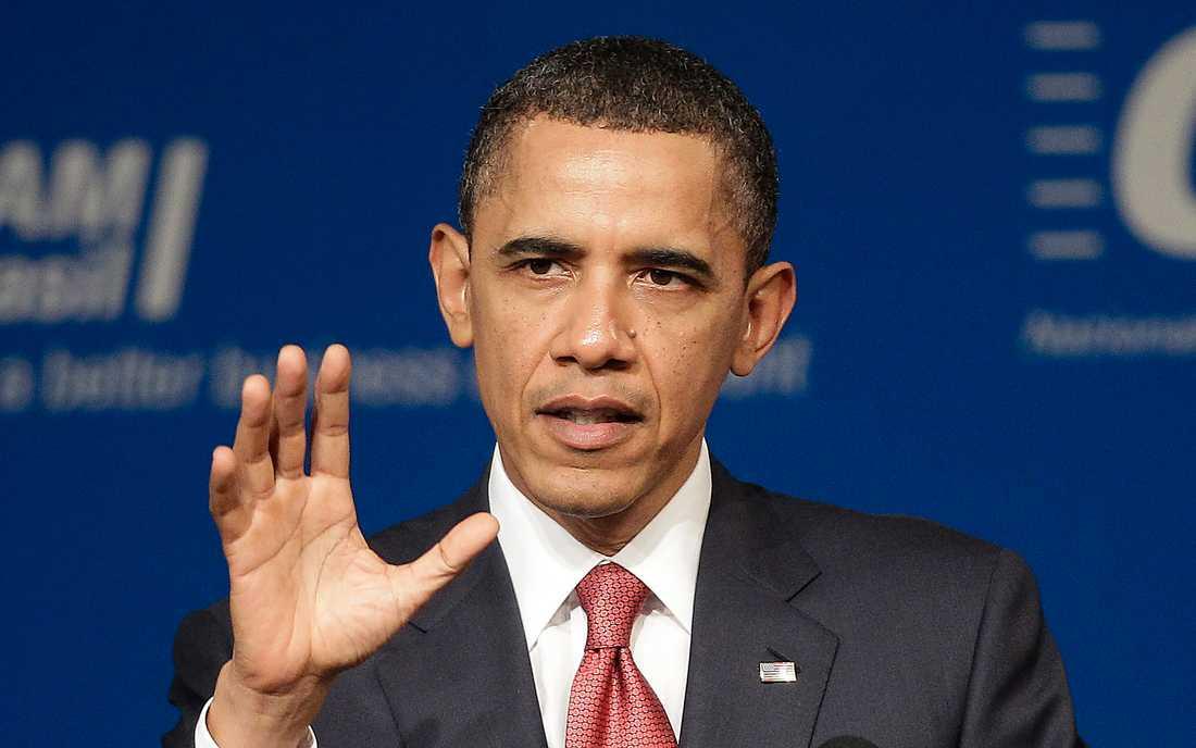 """""""Vi kan inte se på när en tyrann säger till sitt folk att han inte tänker visa barmhärtighet"""", sa Obama i ett tal i går."""