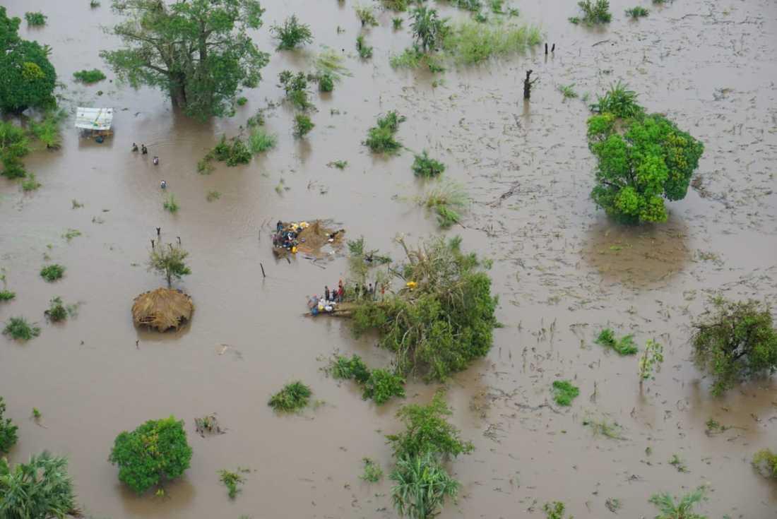 Bilder från Mercy Airs hjälparbete i Moçambique.