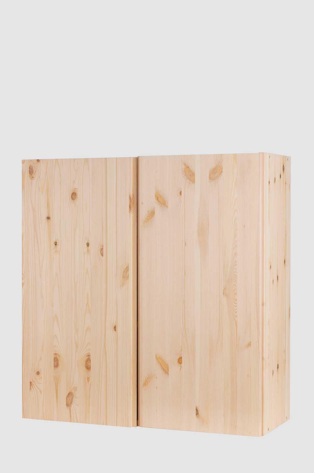 Ivar: Den är en superbra möbel att göra om. Den är obehandlad och lätt att gå loss på och klä i tyg eller textil. Väldigt tacksam att jobba med.