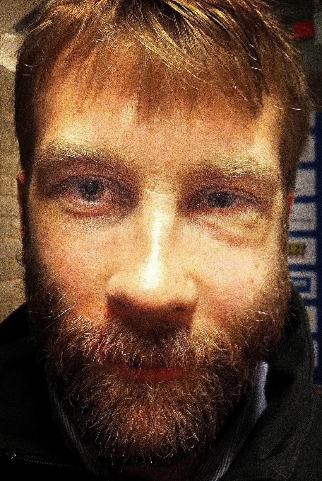 Emil Kåbergs sargade ansikte.