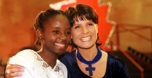 Celucienne Celius och Carola 1995. Carolas fadderbarn saknas efter skalvet i Haiti.