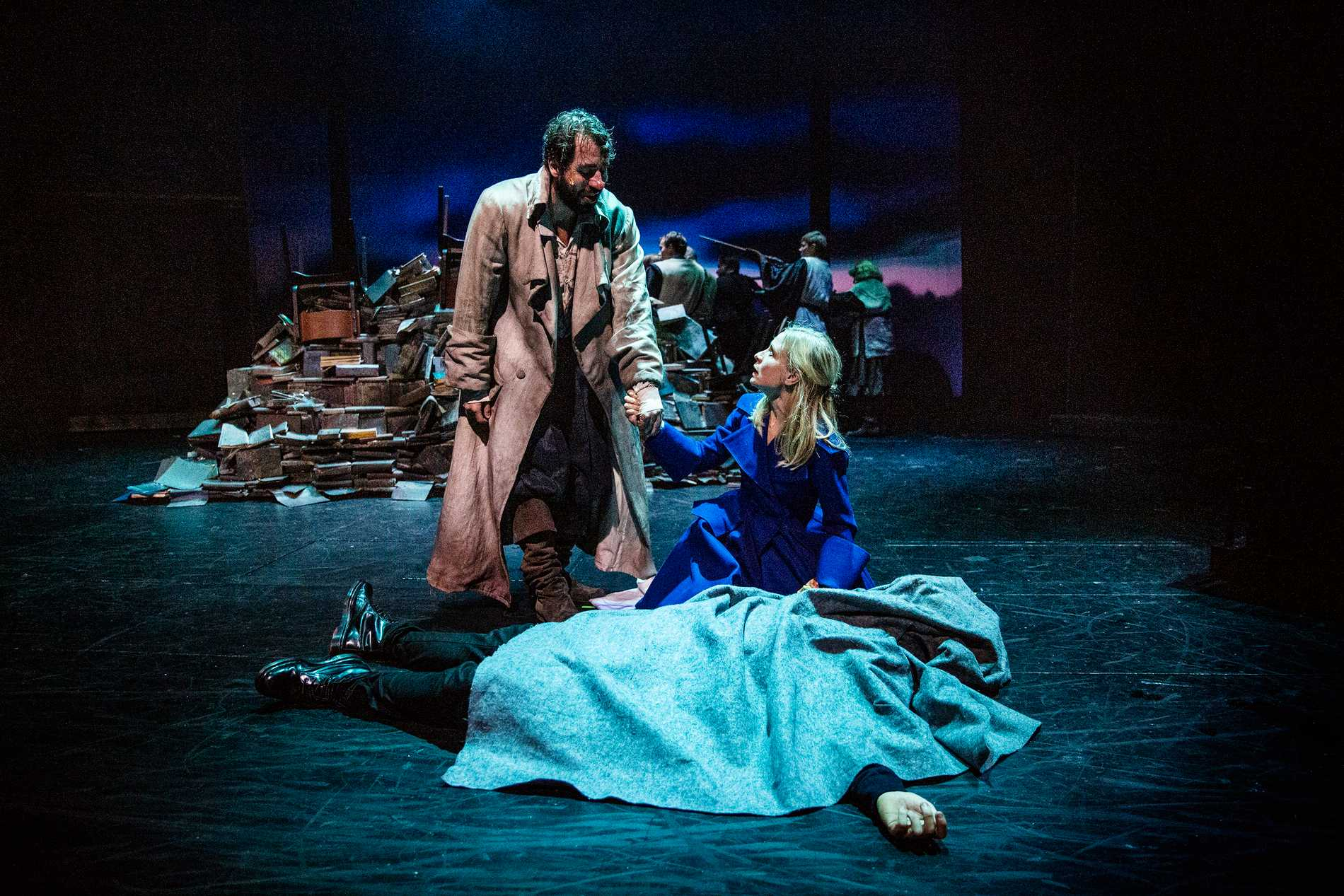 Johannes Wanselow och Karin Lithman i Cyrano de Bergerac på Hipp i Malmö.