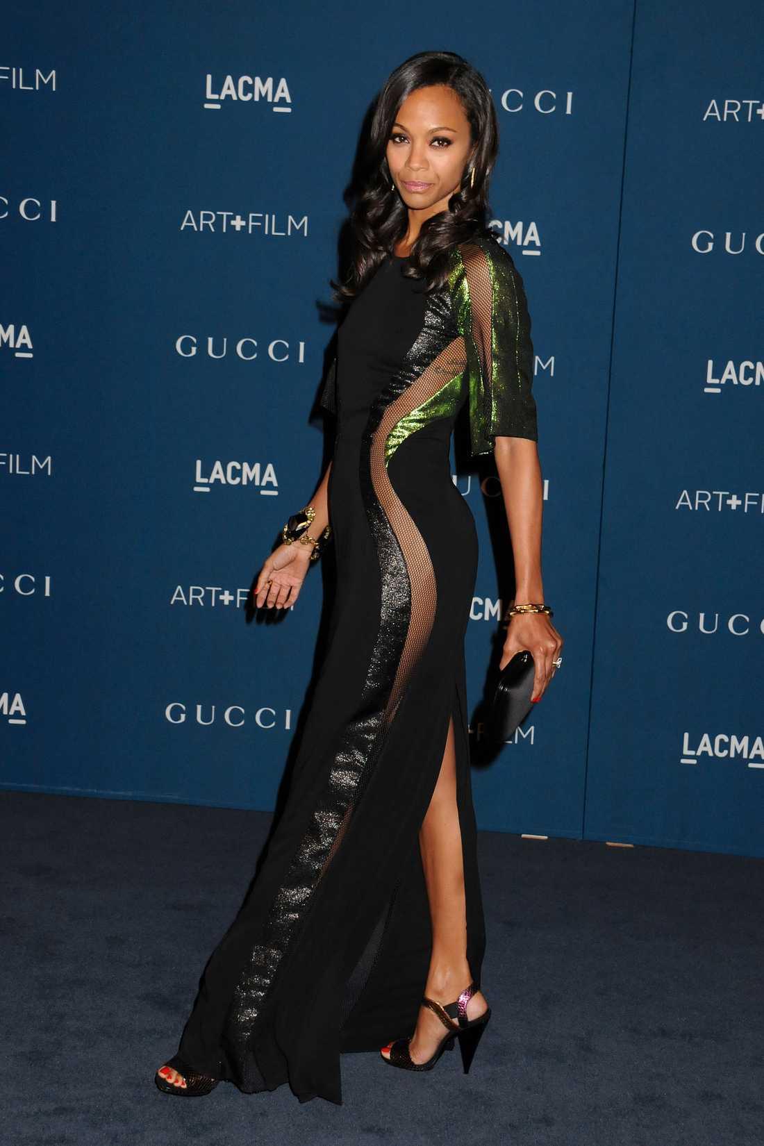Zoe Saldana Skådisen Zoe Saldana strålade på blå mattan på LACMA Art + Film-galan i LA. Den avslöjande stassen liksom smyckena kommer från Gucci som sponsrar galan.