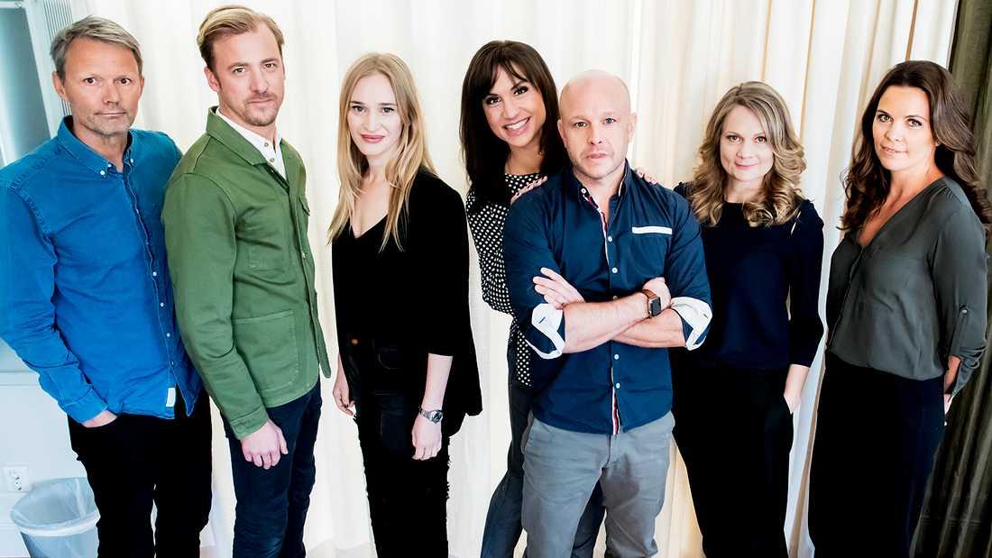 "Tv-serien""Bonusfamiljen"". Felix Herngren, Erik Johansson, Vera Vitali, Petra Mede, Fredrik Hallgren, Moa Herngren och Clara Herngren."