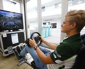 Marcus Ericsson övar inför loppet på söndag.