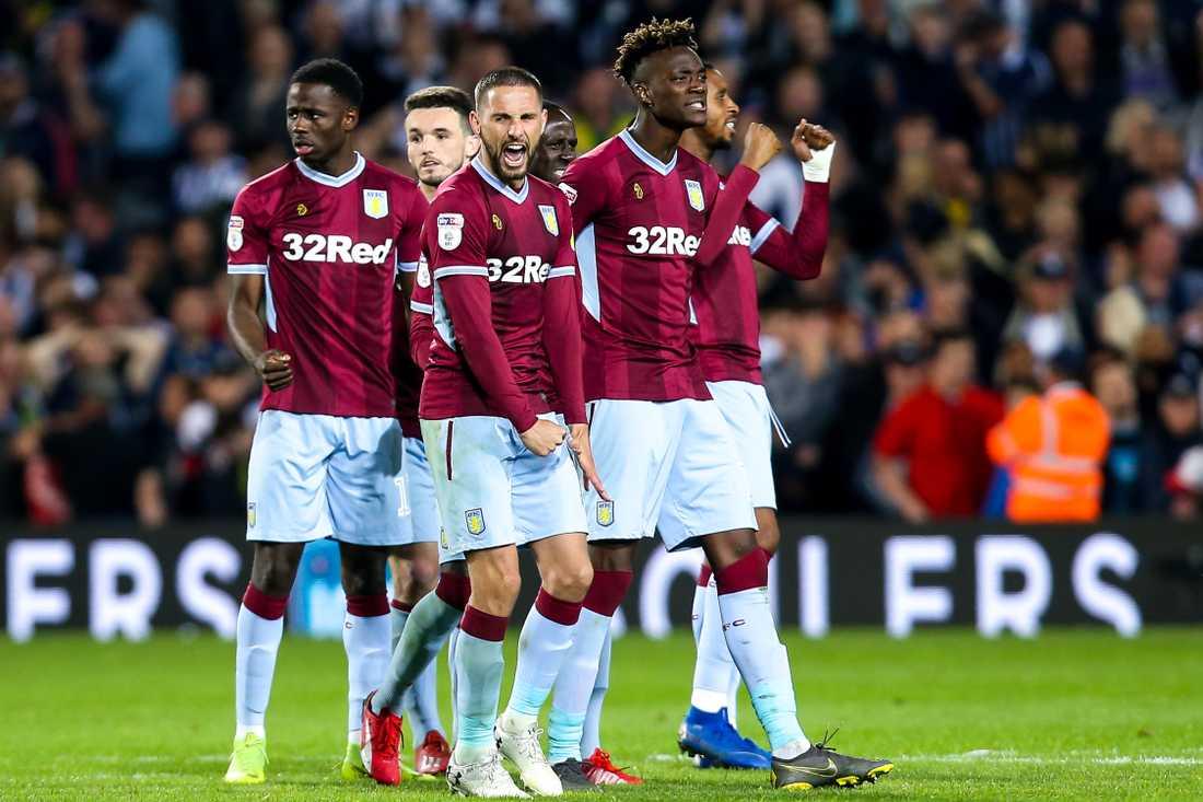 Aston Villa spelar för en plats i Premier League.