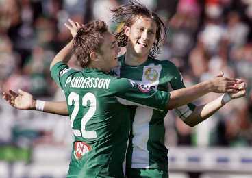 segerdans Petter Anderson och Björn Runström jublar efter Hammarbys 1-0-mål. Det var Anderssons första mål för säongen.