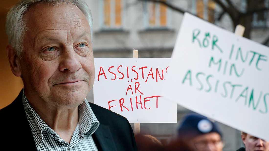 Som socialminister införde Bengt Westerberg LSS. Nu kritiserar han S-regeringens hantering av lagen.