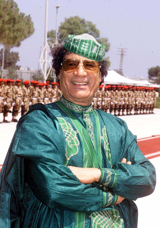 Gaddafi har på senare tid blivit känd för sina färgglada kläder.