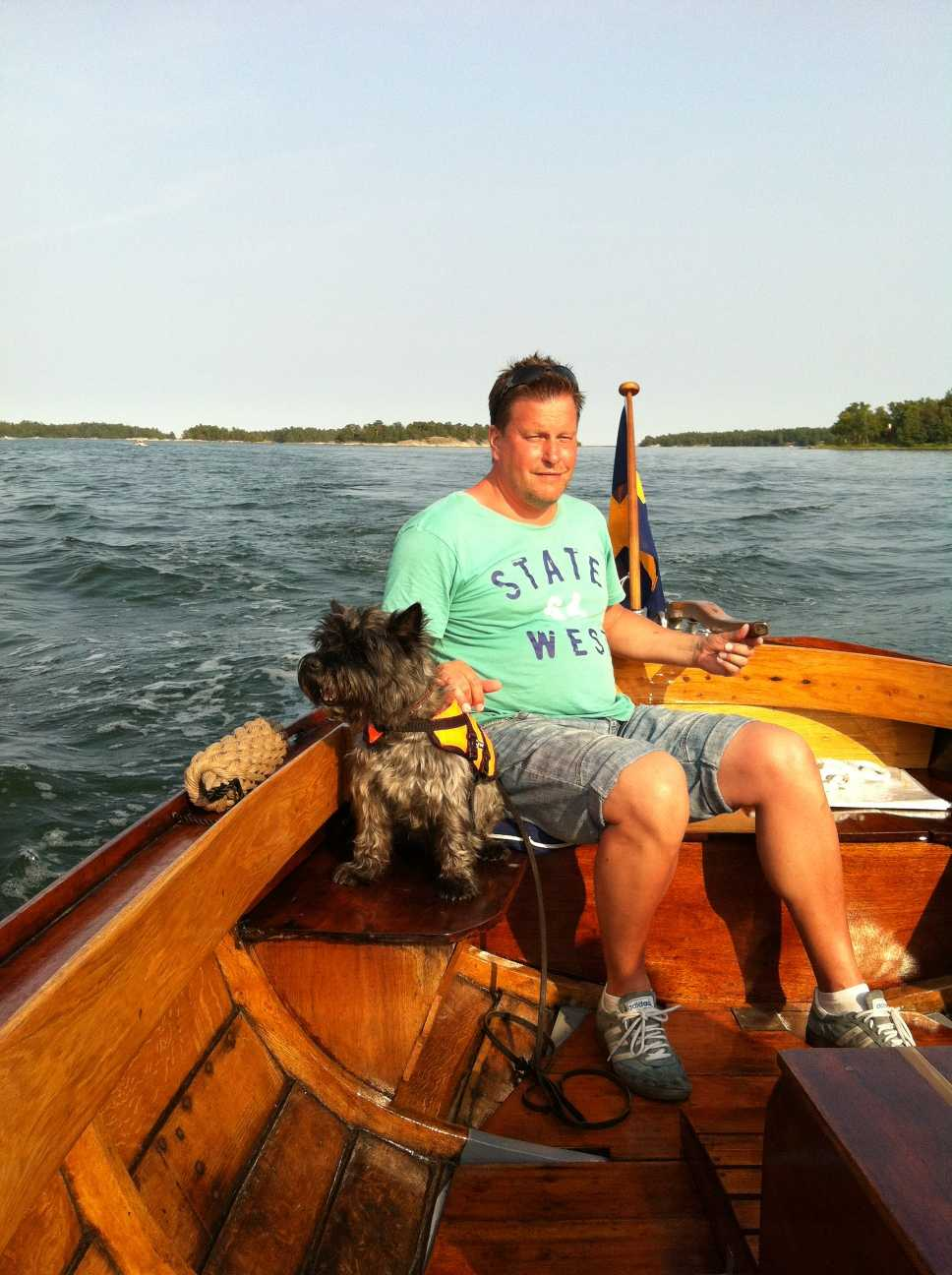 Mina killar på härlig båttur i Västerviks skärgård