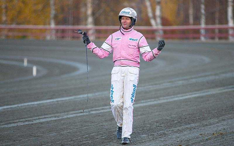 Toppkusken Erik Adielsson har den senaste månaden kört in knappt 10 miljoner kronor