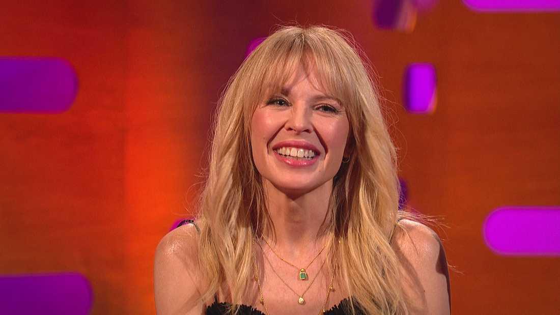 Kylie Minogue är en av gästerna i första avsnittet.
