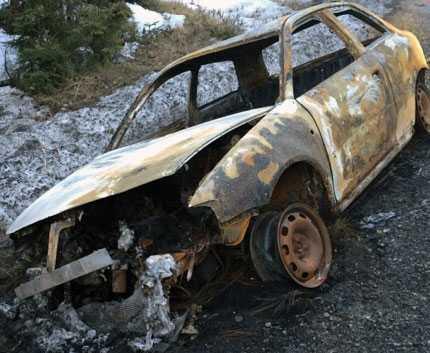 En utbränd bil har hittats som sätts i samband med kidnappningen.